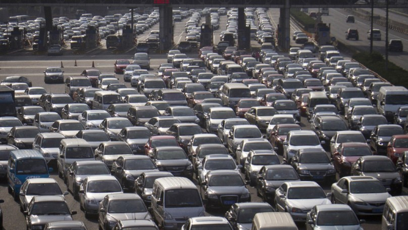 Traffic surges in China as road tolls waived for holiday