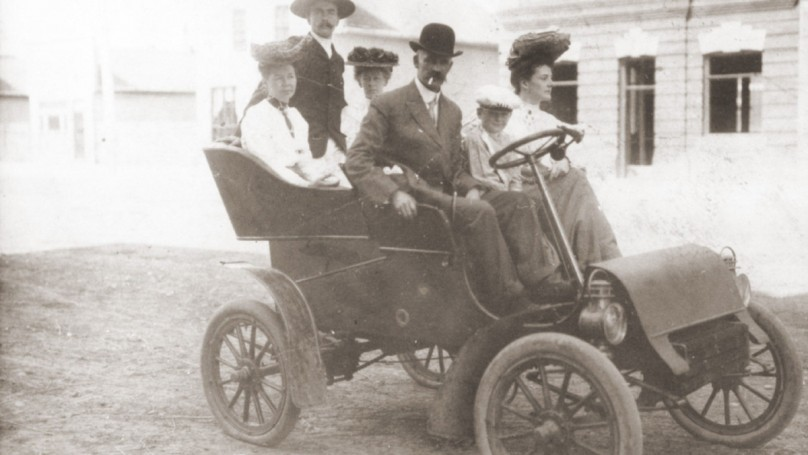 Ontario pioneered auto licensing in 1903