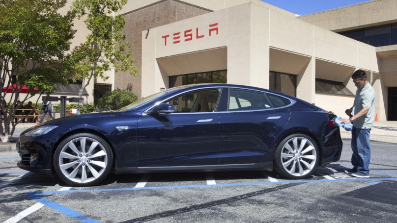 Tesla reports wider loss, more Model S production