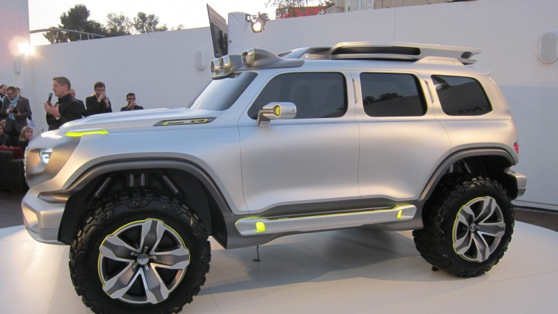 L A Auto Show Mercedes Benz Suv Ready For Zombie Apocalypse