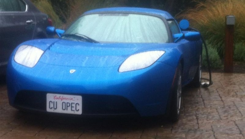 Cheeky Tesla vanity plate sticks it to oil producing nations