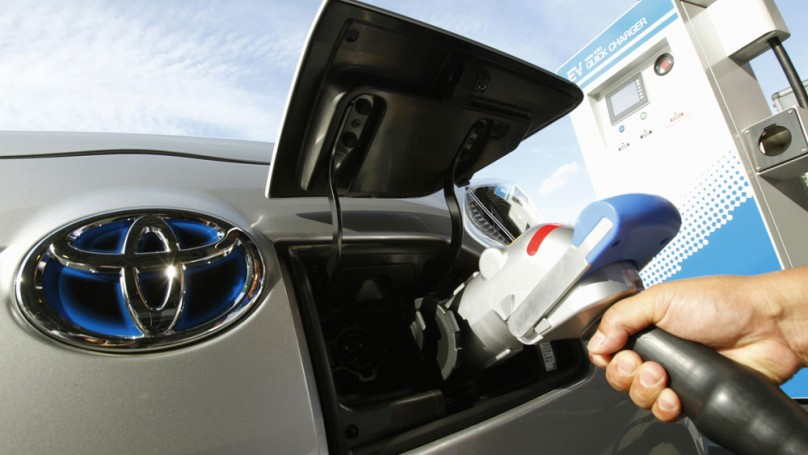 Smackdown: Are electric car plug-in stations in buildings worth the cost?