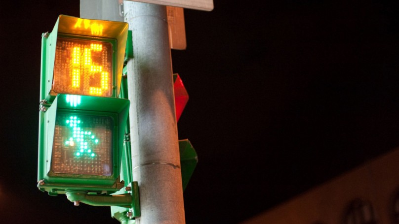 Countdown signals safer for pedestrians, but risky for impatient drivers