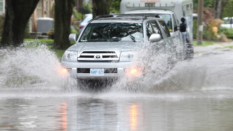 9 tips for driving safely in the rain