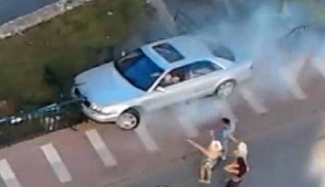 Audi A8 driver destroys his own car <br>in a fit of rage