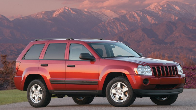 Chrysler blinks, agrees to recall 2.7 million Jeeps