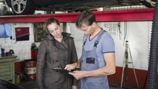 Garage worker with client