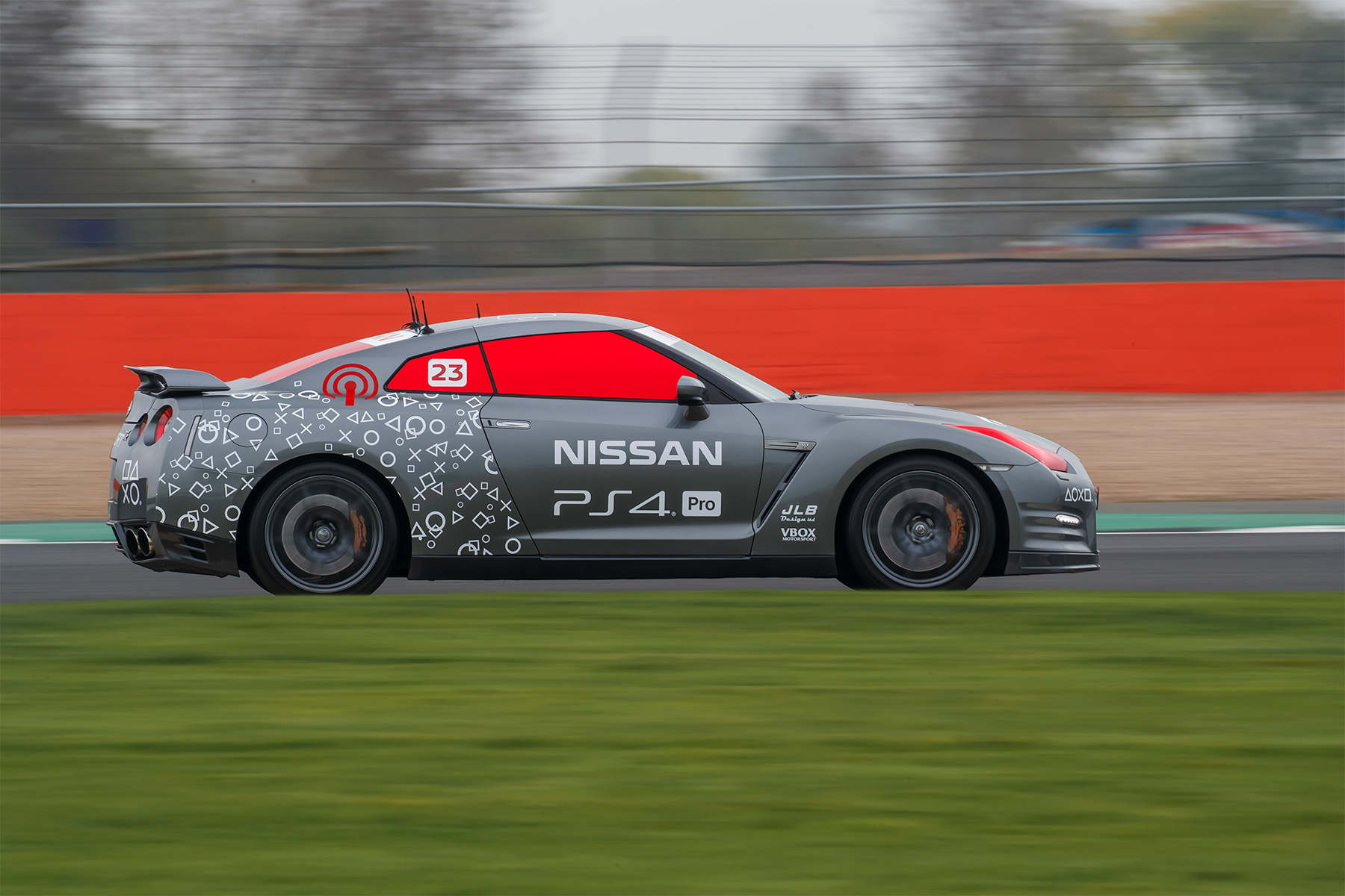 TrackWorthy - Nissan GT-R-C operated by DualShock 4 controller and Jann Mardenborough (11)