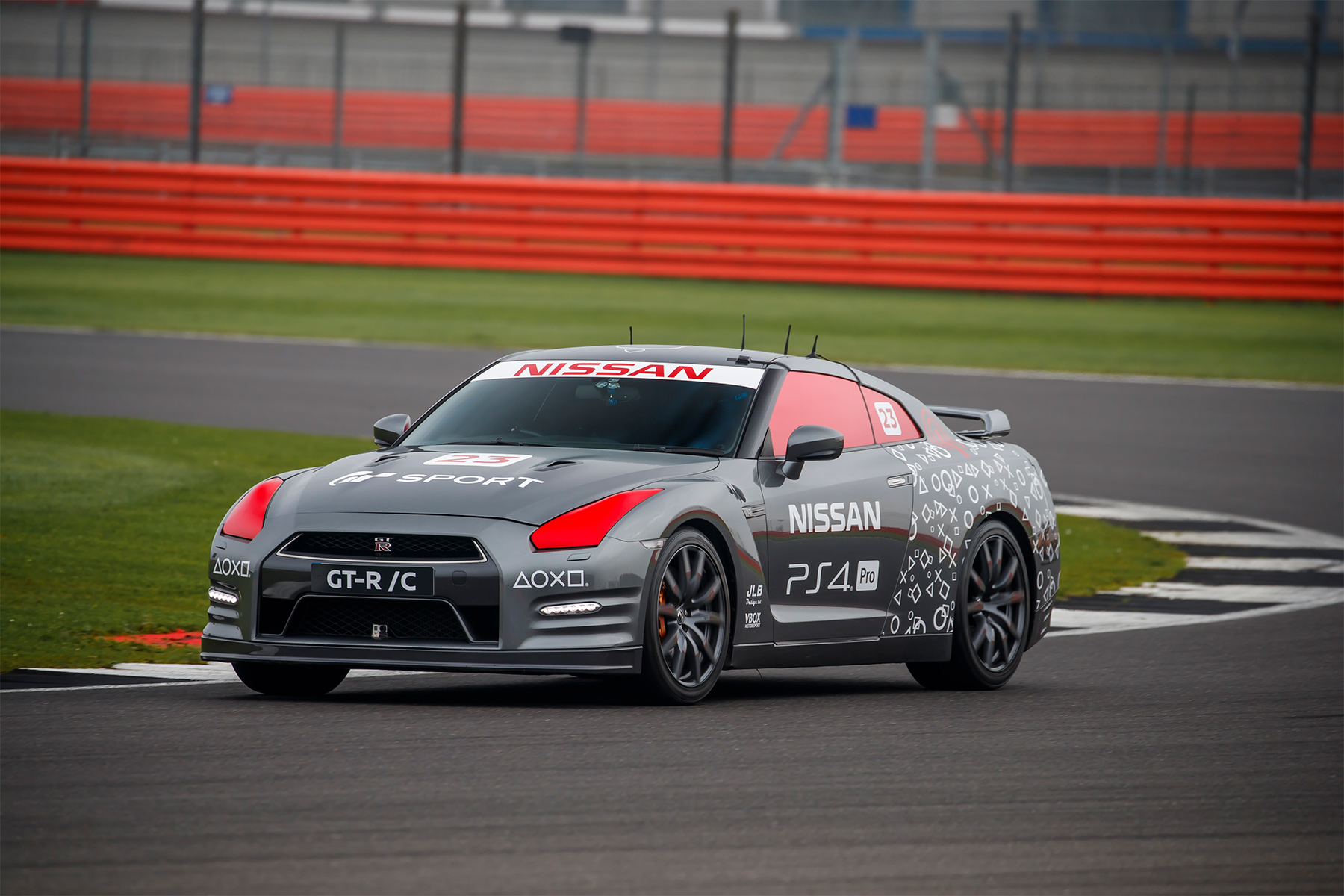 TrackWorthy - Nissan GT-R-C operated by DualShock 4 controller and Jann Mardenborough (12)