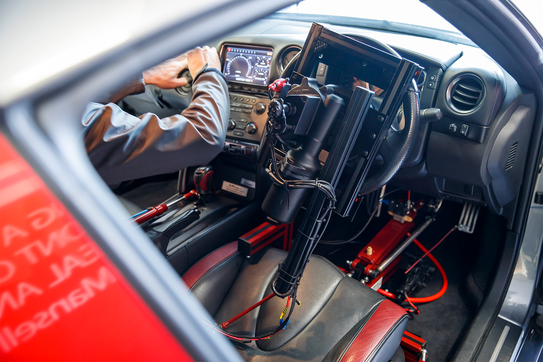 TrackWorthy-Nissan-GT-R-C-operated-by-DualShock-4-controller-and-Jann-Mardenborough-17