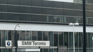 Urban car dealerships appeal with location, not size