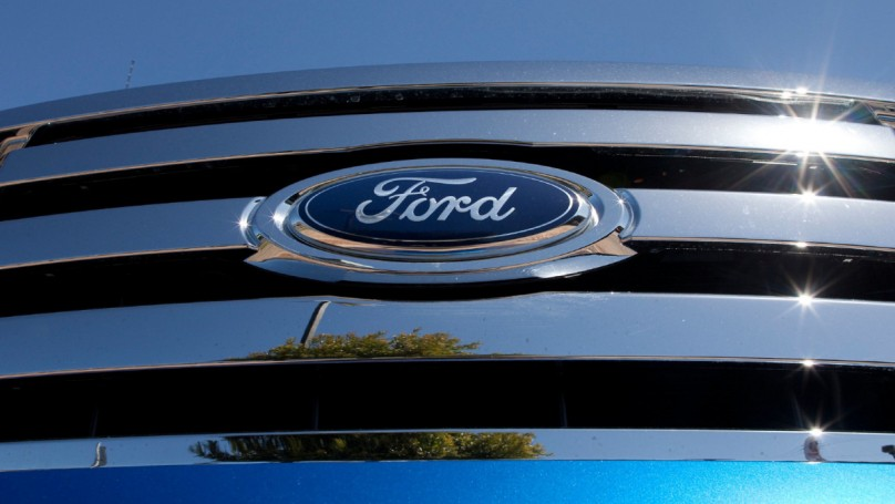 Canadian auto sales on road to near record year