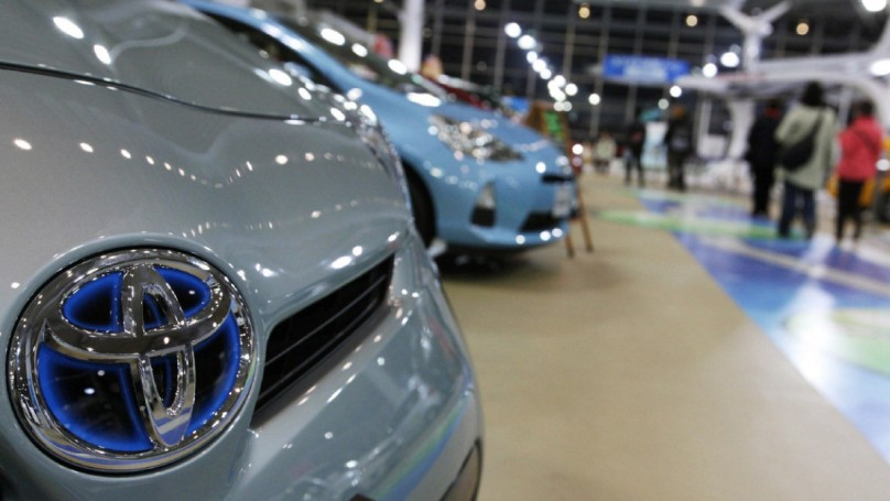 Toyota to pay out $1 billion to settle acceleration lawsuits