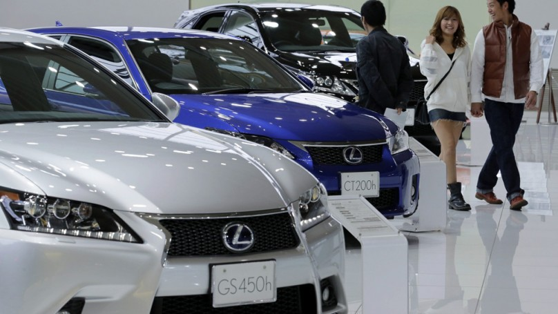 Toyota back at No. 1, officially dethroning GM