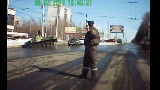 Insider Report: Watch a Russian tank have troubles in town