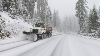 Snow arrives with California storm