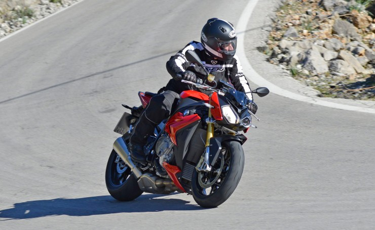 2014 BMW S1000R: Superbike performance in a user-friendly package