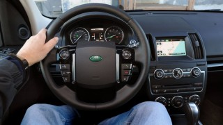 Land Rover LR2 HSE LUX 2014 at a glance