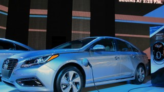 Hyundai shows two new hybrids, at 2015 Detroit Auto Show