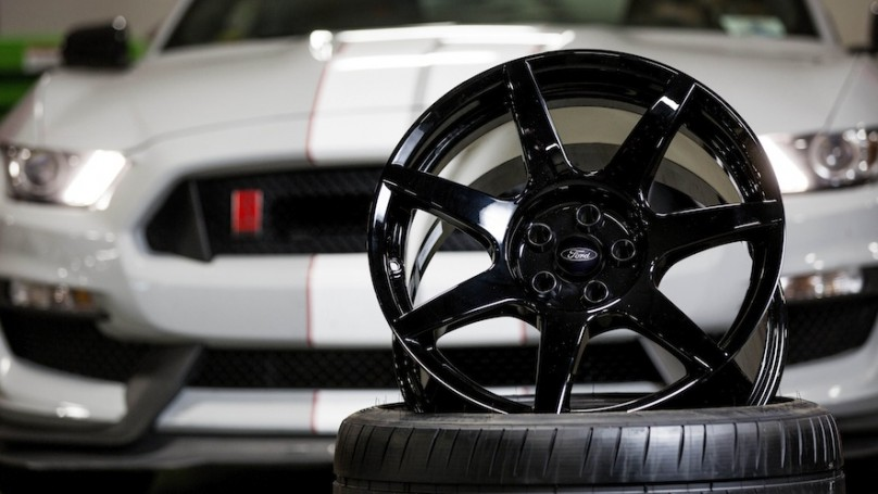 Shelby GT350R carbon fiber wheel