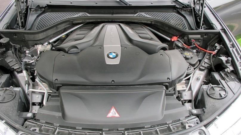 BMW X6 2015 engine (1)