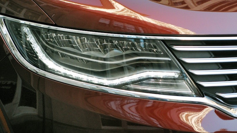 Lincoln MKX 2016-headlight