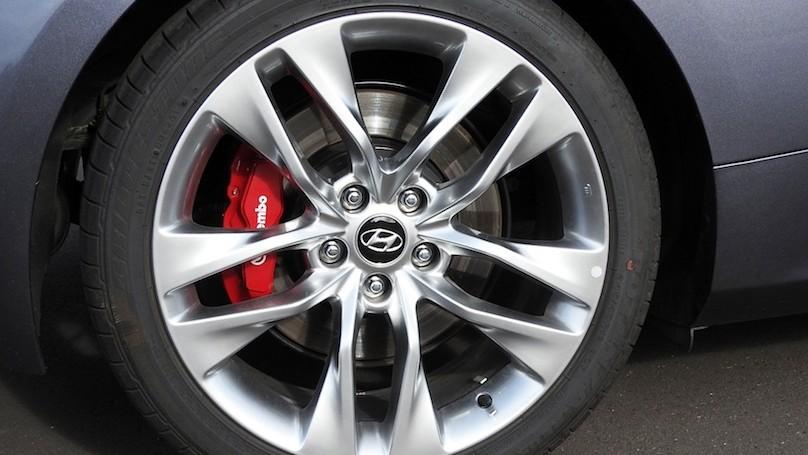Hyundai Genesis R-Spec wheels