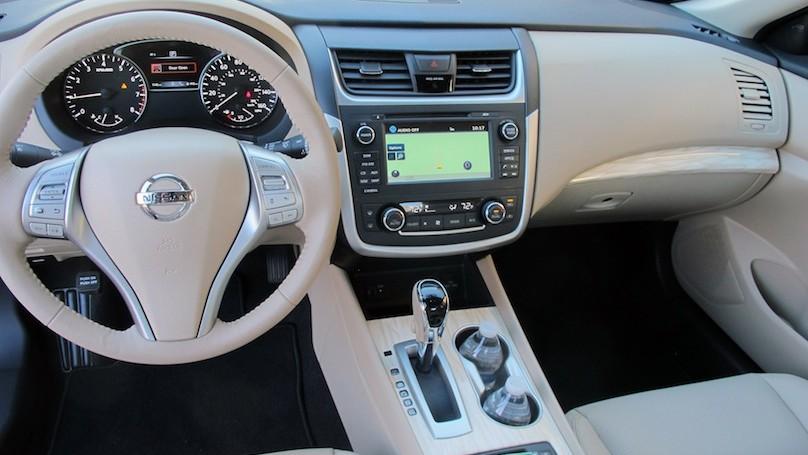 2016 Nissan Altima inter