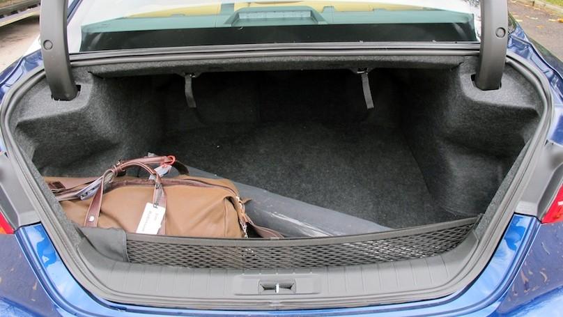 Nissan Maxima SR cargo