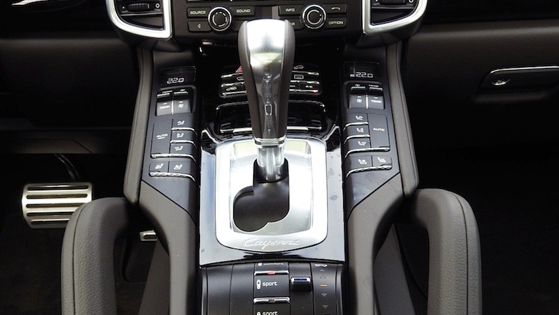 Porsche Cayenne S E-Hybrid centre stack