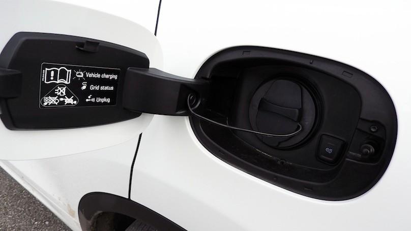Porsche Cayenne S E-Hybrid charging port