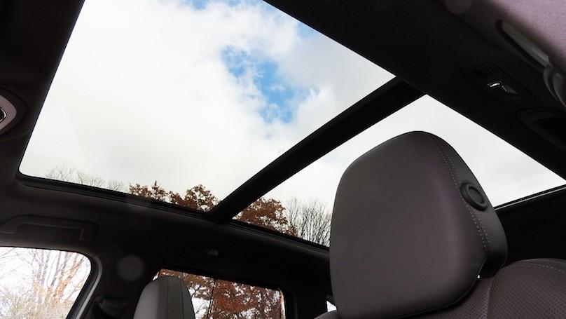 Porsche Cayenne S E-Hybrid panoramic sunroof