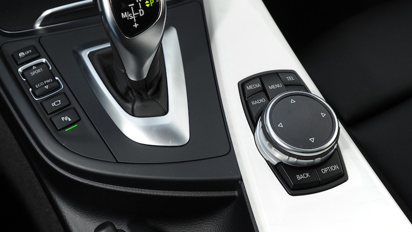 BMW 328i xDrive Touring 2016-console