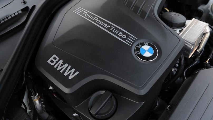 BMW 328i xDrive Touring 2016-engine