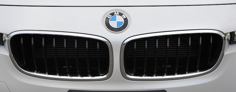 BMW 328i xDrive Touring 2016-grille