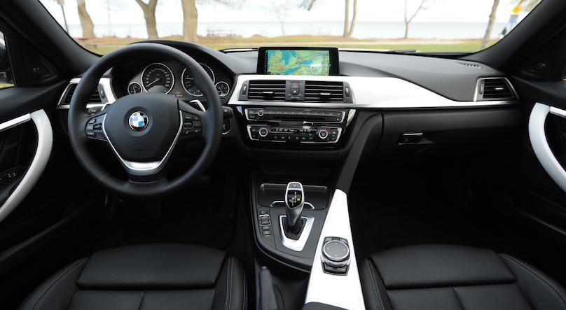 BMW 328i xDrive Touring 2016-horiz int