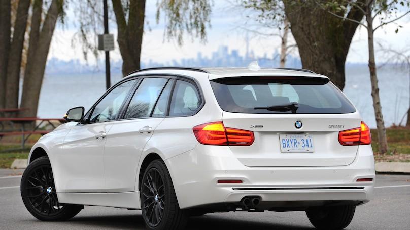 BMW 328i xDrive Touring 2016-rear