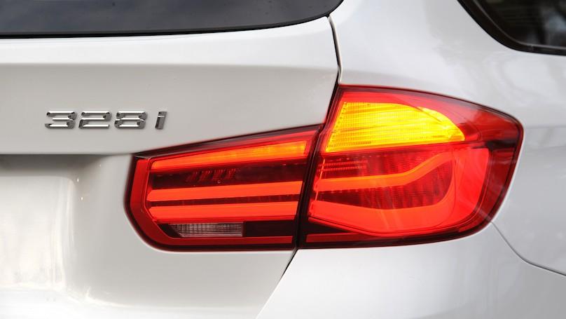 BMW 328i xDrive Touring 2016-rear detail