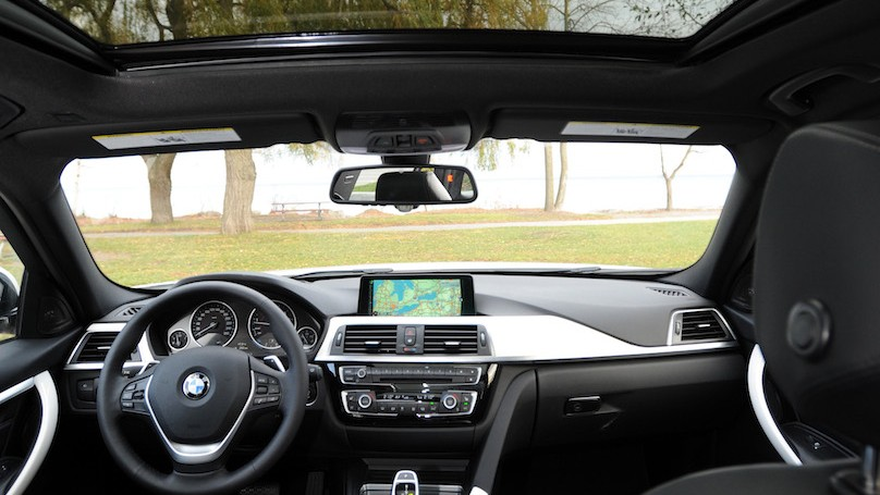 BMW 328i xDrive Touring 2016-vert int