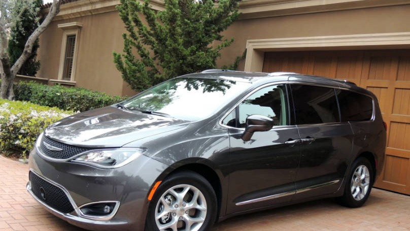 Chrysler Pacifica 2017-main2