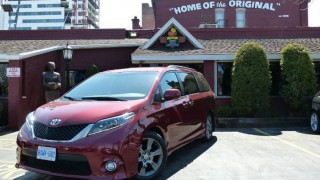2016 toyota sienna-cover