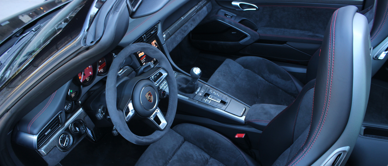 911 GTS interior