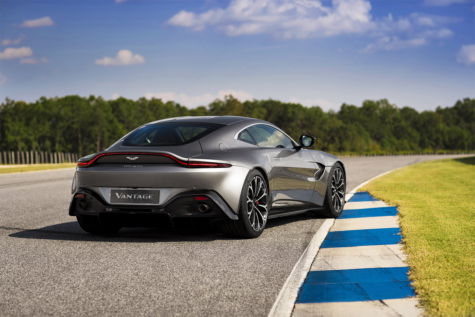TrackWorthy - Aston Martin Vantage_Tungsten Silver_10