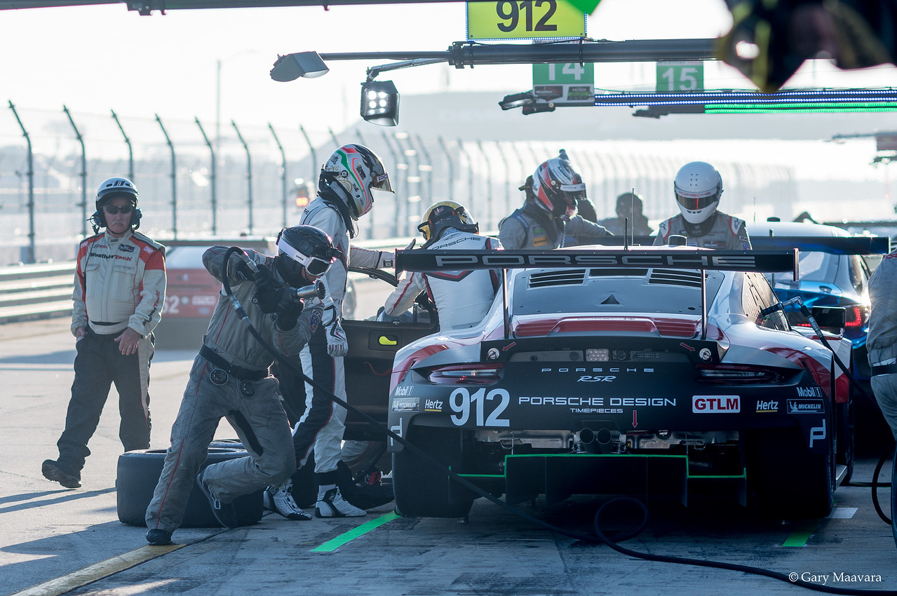 TrackWorthy - Weathertech morning warmup No. 912 Porsche 911 RSR pits (2)