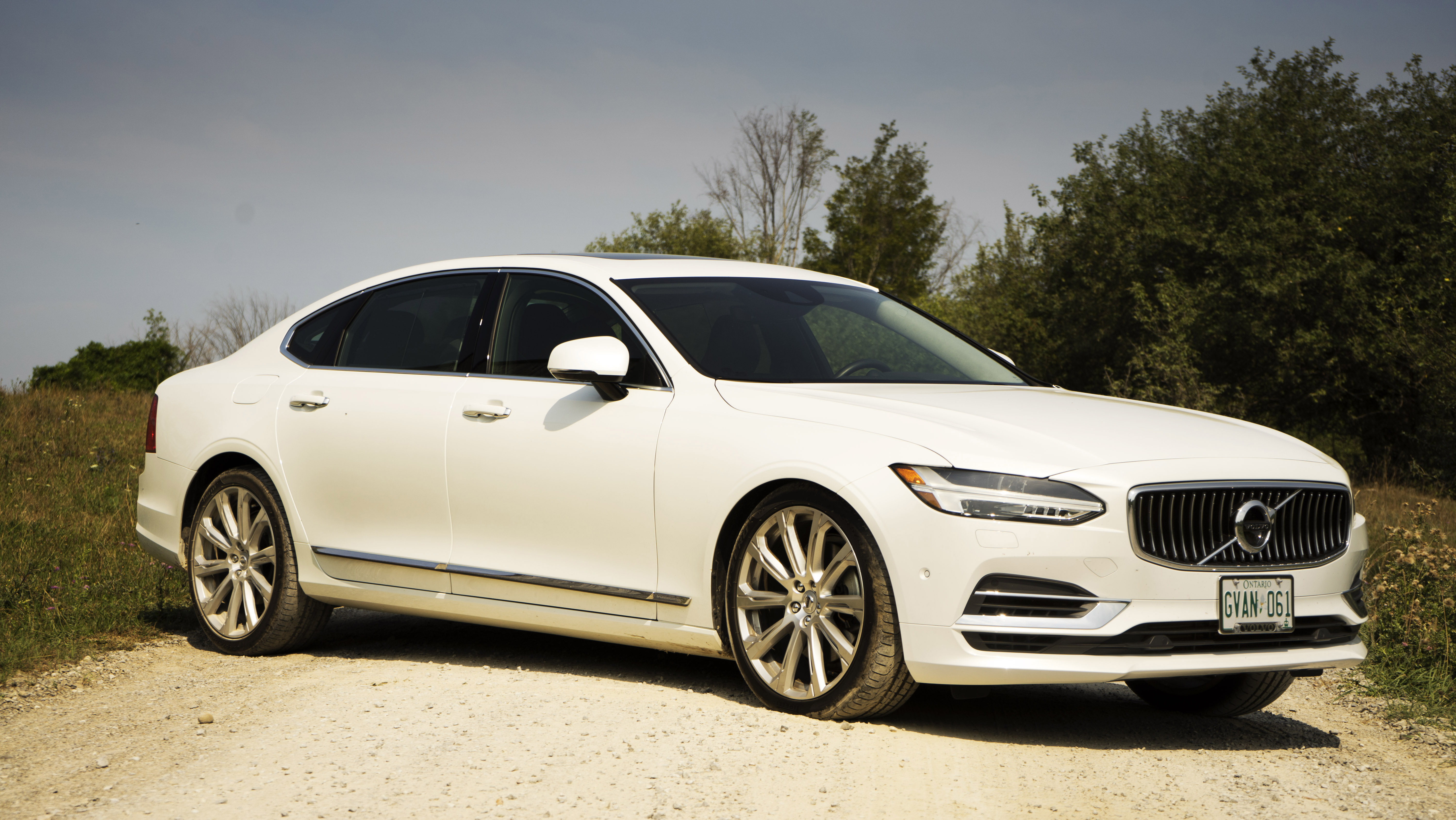 Review 2018 Volvo S90 T8 Plug In Hybrid Wheels Ca