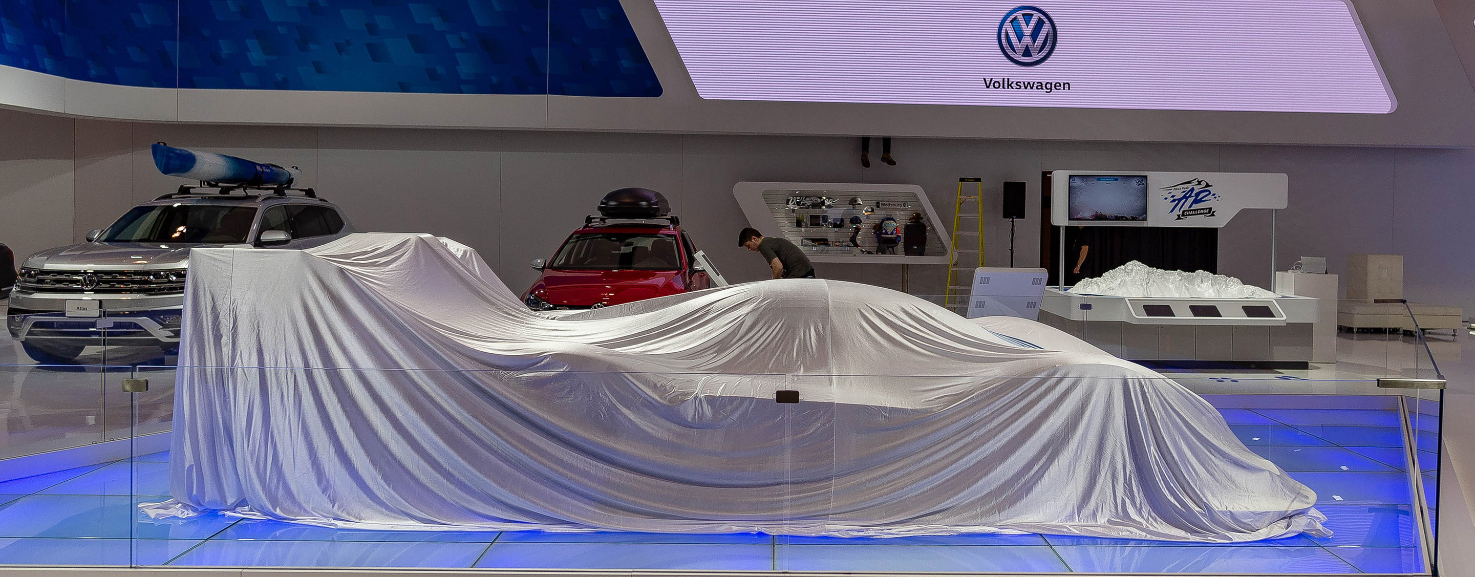 TrackWorthy - CIAS_VW motorsoiort I. D. R all electric under wraps