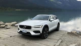 Review 2019 Volvo V60 Cross Country