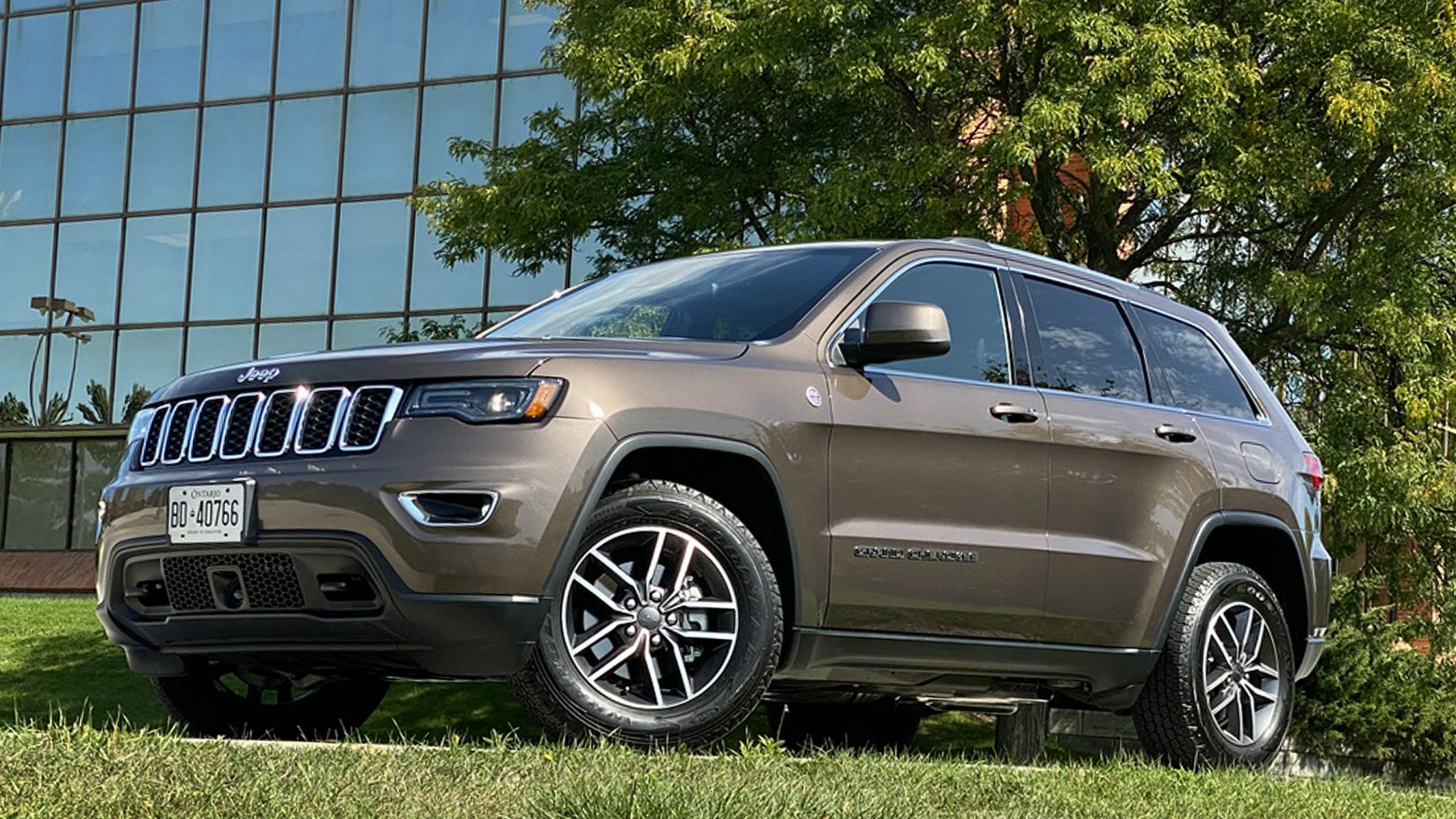Review 2020 Jeep Grand Cherokee Laredo